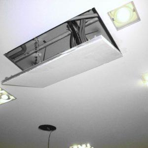 Пилот в потолке